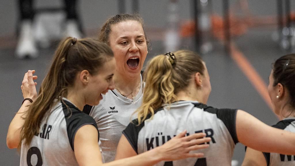 Volleyballerinnen erkämpfen sich wichtigen Sieg