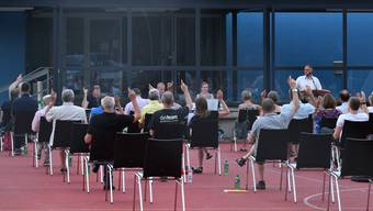 Gemeindeversammlung als Landsgemeinde auf dem Roten Platz Obergösgen