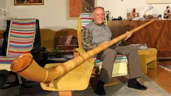 Der 84-jährige Caspar Riedi hat trotz vieler Schicksalsschläge seine Lebensfreude nicht verloren.