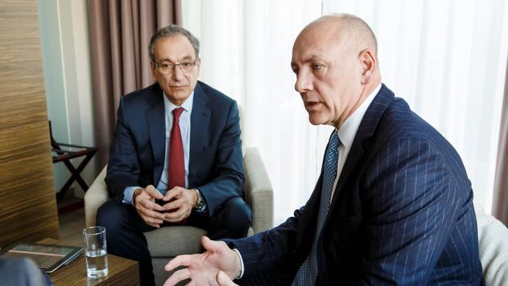 John Cox (vorne): «Die Anlage in Luterbach spielt eine zentrale Rolle in der Strategie von Biogen»