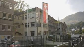 Die Hälfte des Unternehmens Revue Thommen zieht vom Standort Waldenburg (im Bild) nach Muttenz. (Archiv)