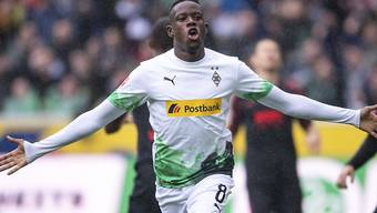Denis Zakaria freut sich über sein frühes 1:0 gegen Augsburg