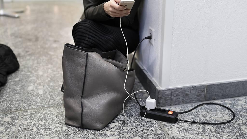 EU kündigt Vorschlag für einheitliche Handy-Ladestecker an