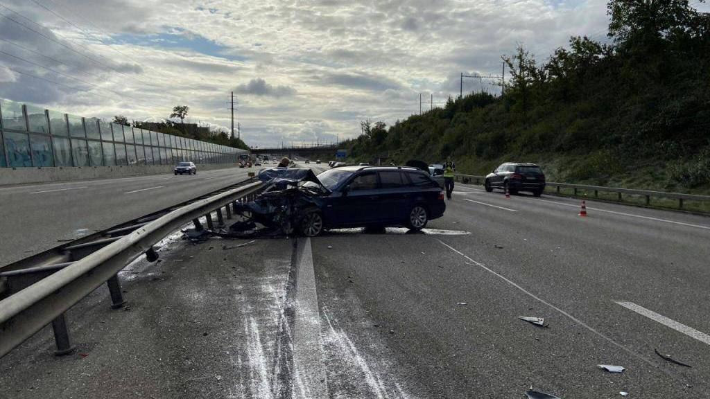 Rentnerin baut Unfall auf A1 im Aargau: A1 vorübergehend gesperrt