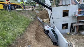 Ungesichertes Auto macht sich selbstständig in Thalheim