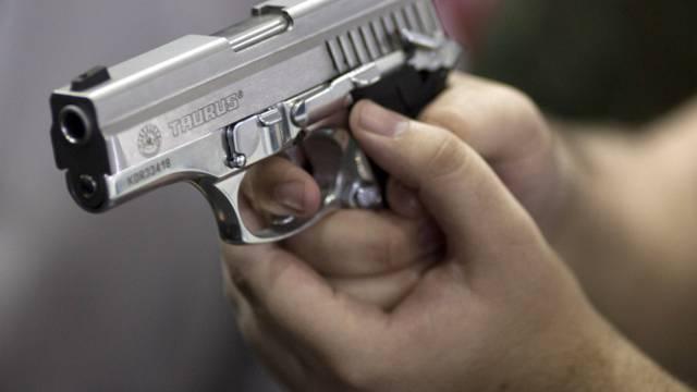 Tragödie in den USA: Ein Schuss löst sich aus der Waffe eines Mannes und trifft dessen Sohn tödlich. (Symbolbild)