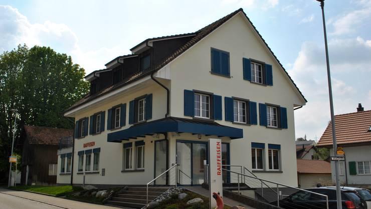 Der Verwaltungsrat der Raiffeisenbank Wegenstettertal (hier die Filiale Wegenstetten) hat die Fusionsgespräche mit der Raiffeisenbank Möhlin unterbrochen.