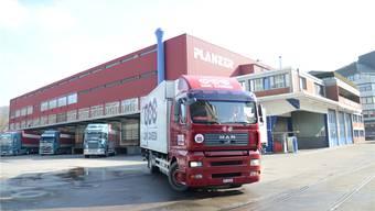 Der heutige Standort von Planzer im Industriegebiet Silbern bietet dem Unternehmen nicht genug Platz. Daher plant das Logistikunternehmen ein neues Zentrum im Niderfeld. Florian Niedermann