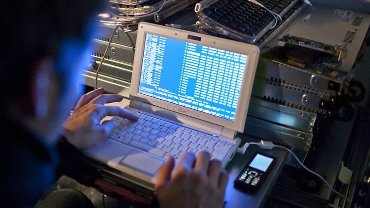 In der Schweiz ist gemäss einer Umfrage jede siebte Person schon einmal von Cyberkriminalität betroffen worden. (Themenbild)
