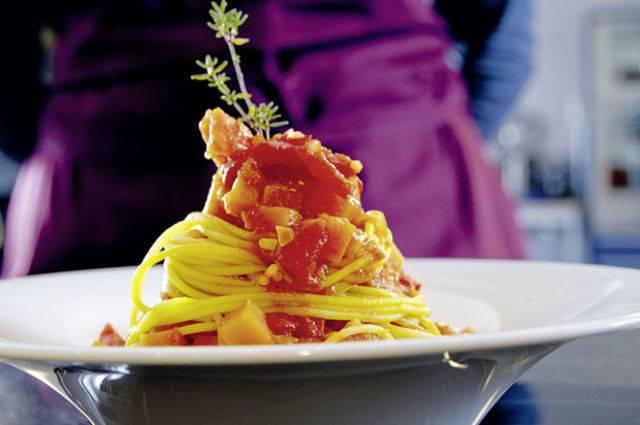 Safran-Spaghetti mit Kürbis-Sugo