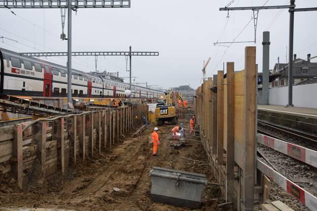 Neues Gleis 7 und 8 ist erstellt - nun werden dazwischen die Gleisanlagen erneuert und neue Personenuntergänge erstellt.
