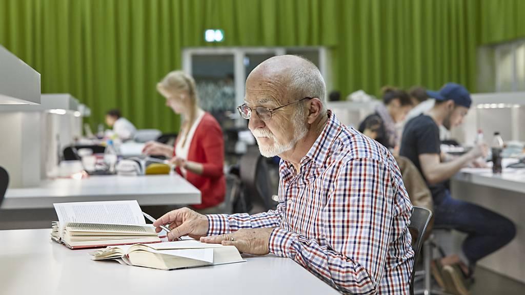Wieso Schweizer Senioren auch im Ruhestand lernhungrig bleiben