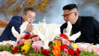 Ein Treffen in freundlicher Atmosphäre: Südkoreas Präsident Moon Jae In (l.) zu Gast bei Nordkoreas Diktator Kim Jong Un.
