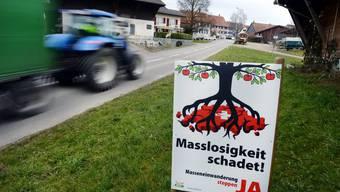 SVP soll bei der Umsetzung des Masseneinwanderungs-Initiative eingebunden werden: Das verlangen Vertreter der Schweizer Wirtschaft.