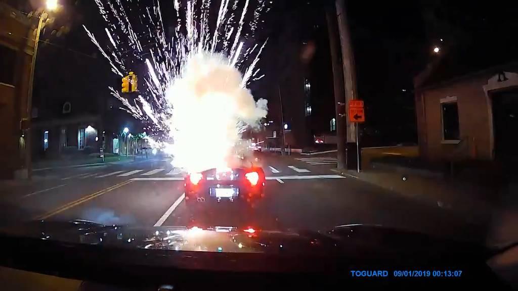 Nashville: Feuerwerkskörper explodiert in Cabrio