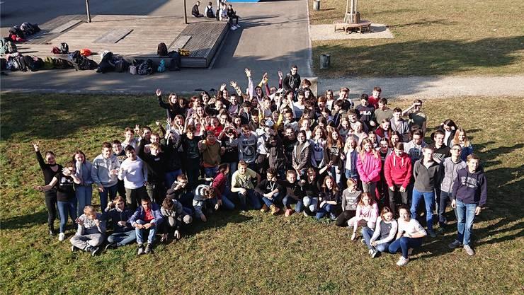 Schüler und Schülerinnen der OS Frick Ebnet gewannen die Auszeichnung «Beste Sek-1-Schule Europas» beim internationalen Wettbewerb «Mathe im Advent».
