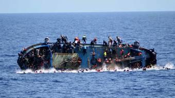 Womöglich sind bei einem erneuten Bootsunglück Dutzende Flüchtlinge gestorben. (Archiv)