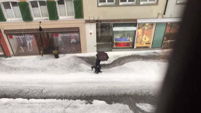 Hagel liess Region Baden winterlich aussehen