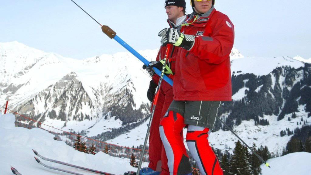 Andreas Evers (im Hintergrund), hier als persönlicher Trainer von Hermann Maier, wird nun für die Schweizer Abfahrer verantwortlich sein