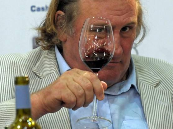 Das ist bekannt: Depardieu versteht etwas von Wein.