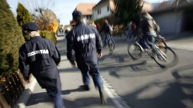 Sicherheitsfirmen haben sich in den Gemeinden bewährt. Foto: Keystone