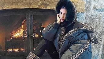 Von allem zu viel: Kylie Jenner beweist, dass Stil nicht eine Frage des Geldes ist.