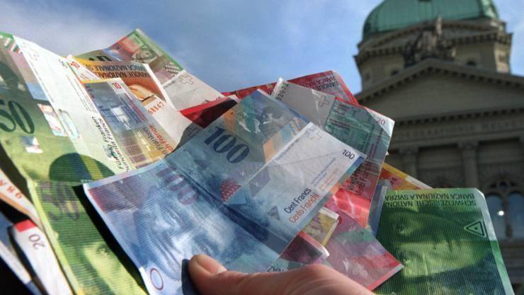 Der Nationalrat muss entscheiden, wo der Bund in den nächsten Jahren sparen soll. (Symbolbild)