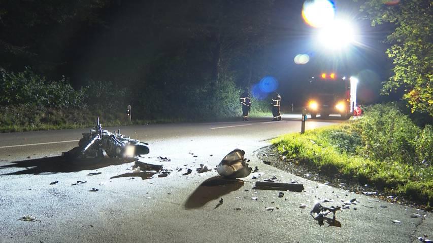 27-jähriger Töfffahrer wird bei Unfall in Küttigen schwer verletzt