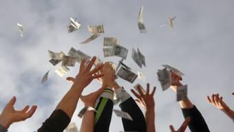 Ein regelrechter Geldregen befällt die glücklichen Gewinner. (Symbolbild)