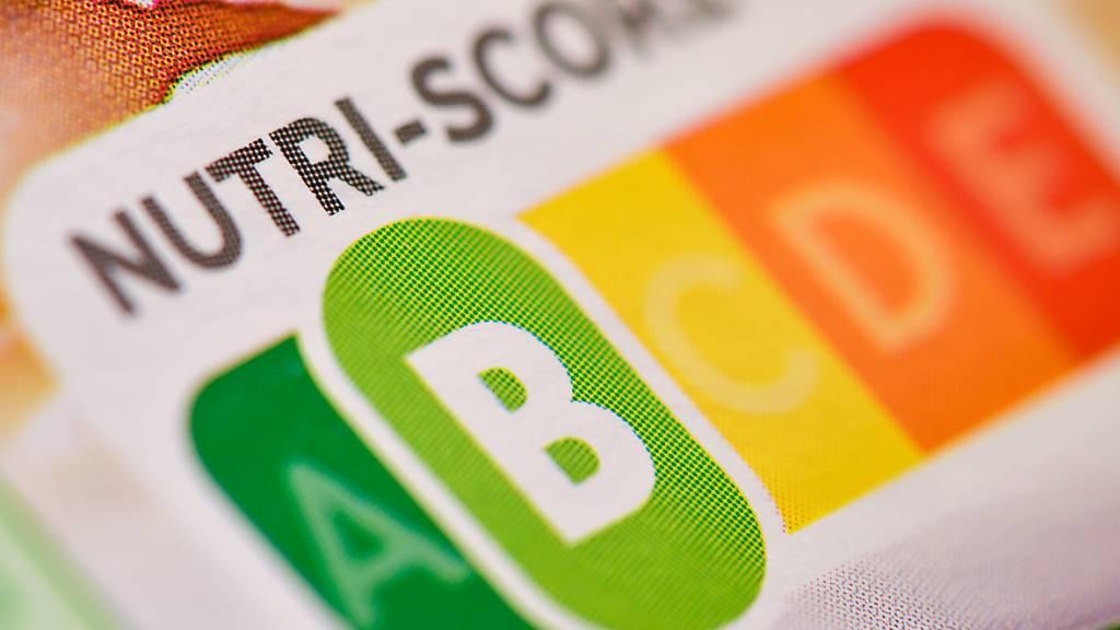 In Zukunft wird auf den Verpackungen der Eigenprodukten der Migros das «Nutri-Score»-Logo zu sehen sein. Das Ampelsystem zeigt an, wie gesund die Lebensmittel sind.(Archivbild)