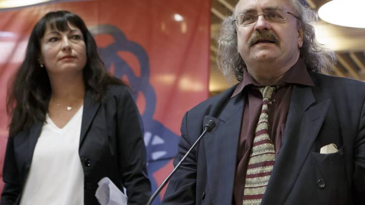 Geraldine Savary (l.) und Luc Recordon müssen in den zweiten Wahlgang, liegen aber vorne. (Archiv)