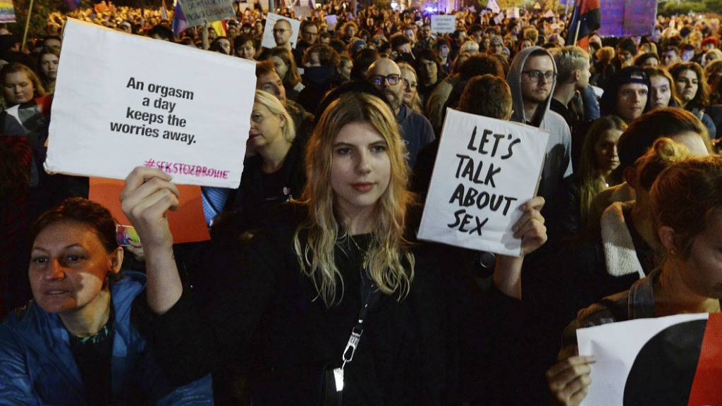 Tausende protestieren gegen Strafe für Sexualkunde-Unterricht
