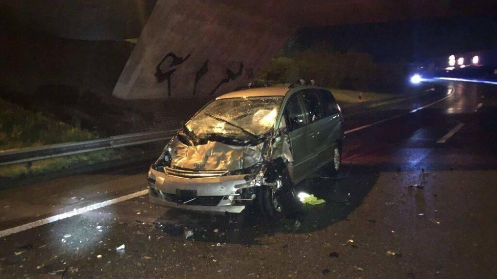 Diesem erheblich beschädigten Auto entstieg der Lenker unverletzt.