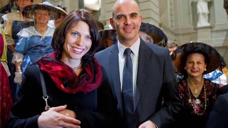 Bundespräsident Alain Berset mit seiner Gattin Muriel Zeender Berset beim Fototermin kurz nach der Wahl zum Bundesrat im Jahr 2011.