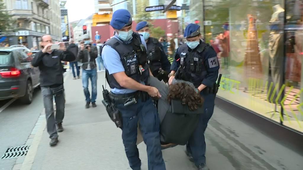 Mini-Blockade in Zürich: Polizei macht mit vier Klima-Aktivisten kurzen Prozess