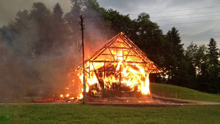 Die Scheune brannte lichterloh.