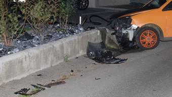 Die Autofahrerin kollidierte mit der Mauer. (Symbolbild)