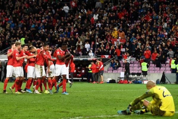 Die Schweiz schlägt Irland und meldet sich im Kampf um das EM-Ticket zurück.