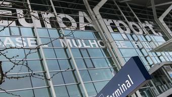 Der Flughafen Basel-Mulhouse ist der einzige der grossen Schweizer Flughäfen, der nicht mit dem Zug erreichbar ist.