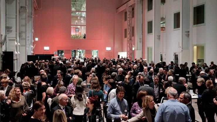 Viele Gäste am Neujahrsapéro im Trafo.