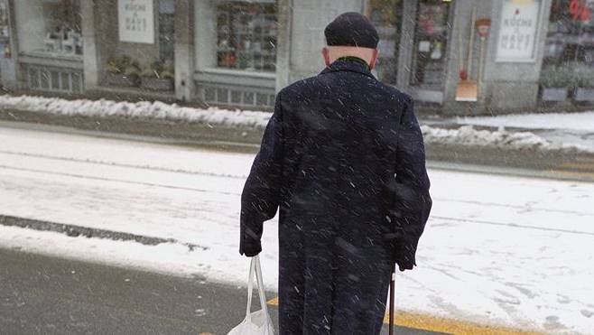 Pensionäre erhalten von der Stadt eine «Wintermantelzulage».