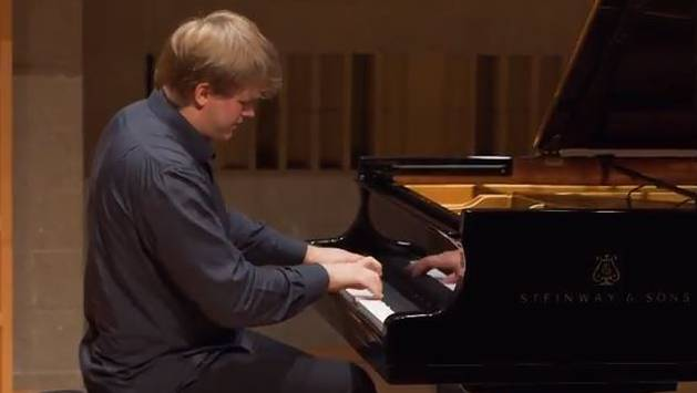Oleg Khudyakov verzaubert das Publikum am Klavier.