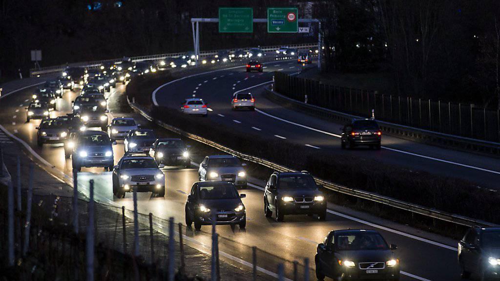 Für das alternde, viel befahrene Autobahnnetz braucht es mehr Geld. Der Ständerat diskutiert heute über neue Einnahmequellen. (Archivbild)