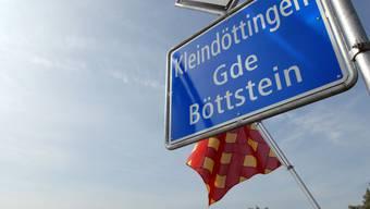 Flagge gezeigt: Mit dem Leitbild hat Böttstein ein wichtiges Instrument für die Bewältigung der Zukunft geschaffen. (mhu)