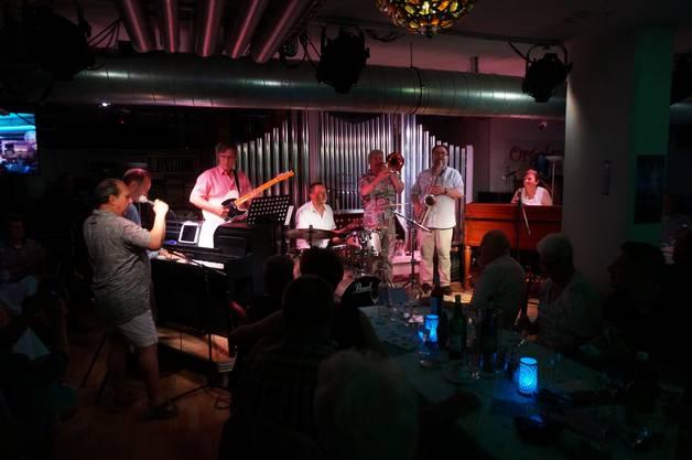 Ausgelassene Jam-Session gegen Ende zum von Jackie Rubi selbst komponiertem Stueck Chuchiblues.