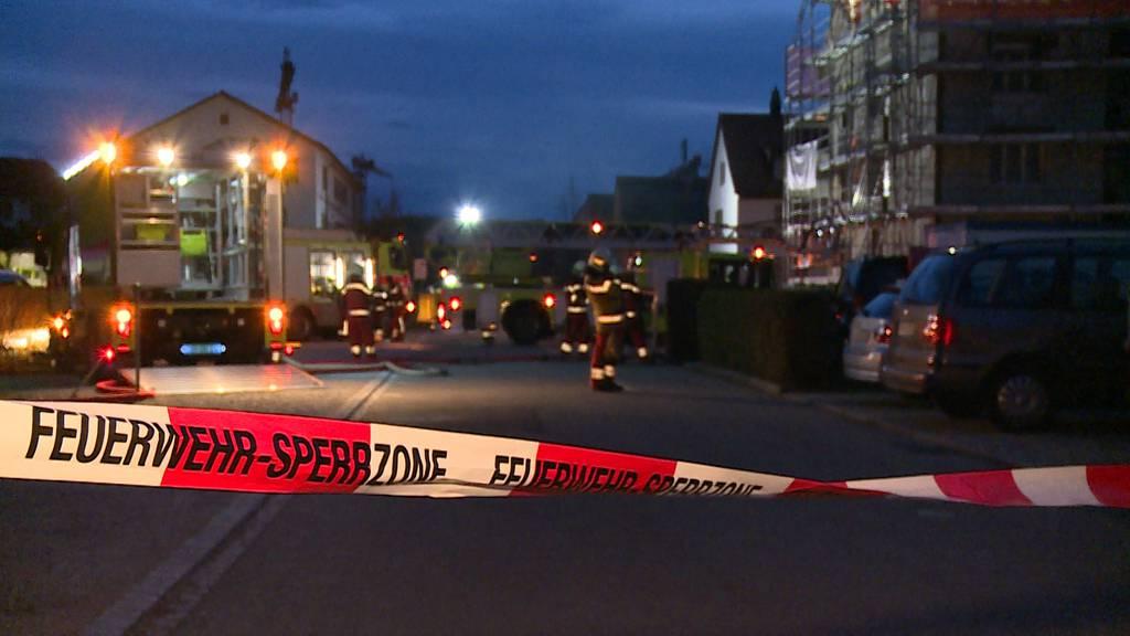 Winterthur (ZH): Hoher Sachschaden bei Brand von Mehrfamilienhaus