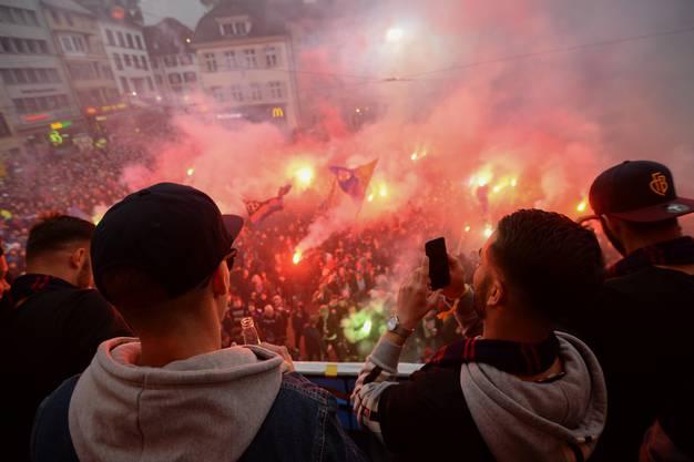 Zwei Jahre musste der FCB und die Fans auf diesen Moment warten.