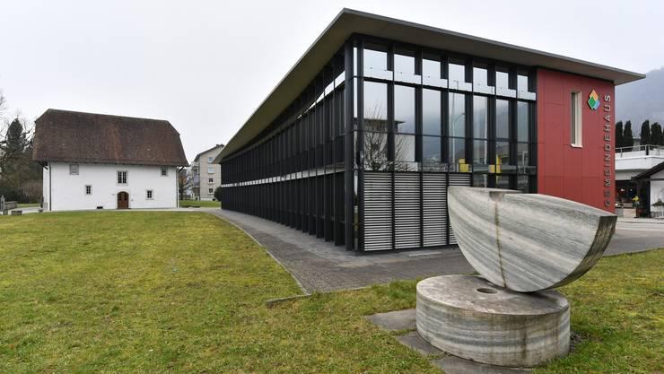 Teile der heutigen Gemeindeverwaltung sollen in die Räumlichkeiten der benachbarten Alten Mühle ausgelagert werden.