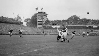 """Das wohl grösste Spiel im alten Wankdorf: Das """"Wunder von Bern"""", der WM-Final 1954, den Aussenseiter Deutschland mit 3:2 gegen Ungarn gewann."""