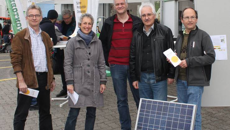 Die Mitglieder von «Suhr Solar» (v.l.): Pius Hüsser, Präsidentin Andrea Leuenberger, Johnny Strebel (Geschäftsführer der TBS Strom AG), Urs Zimmermann und Heiner Kilchsperger. Andrea Marthaler